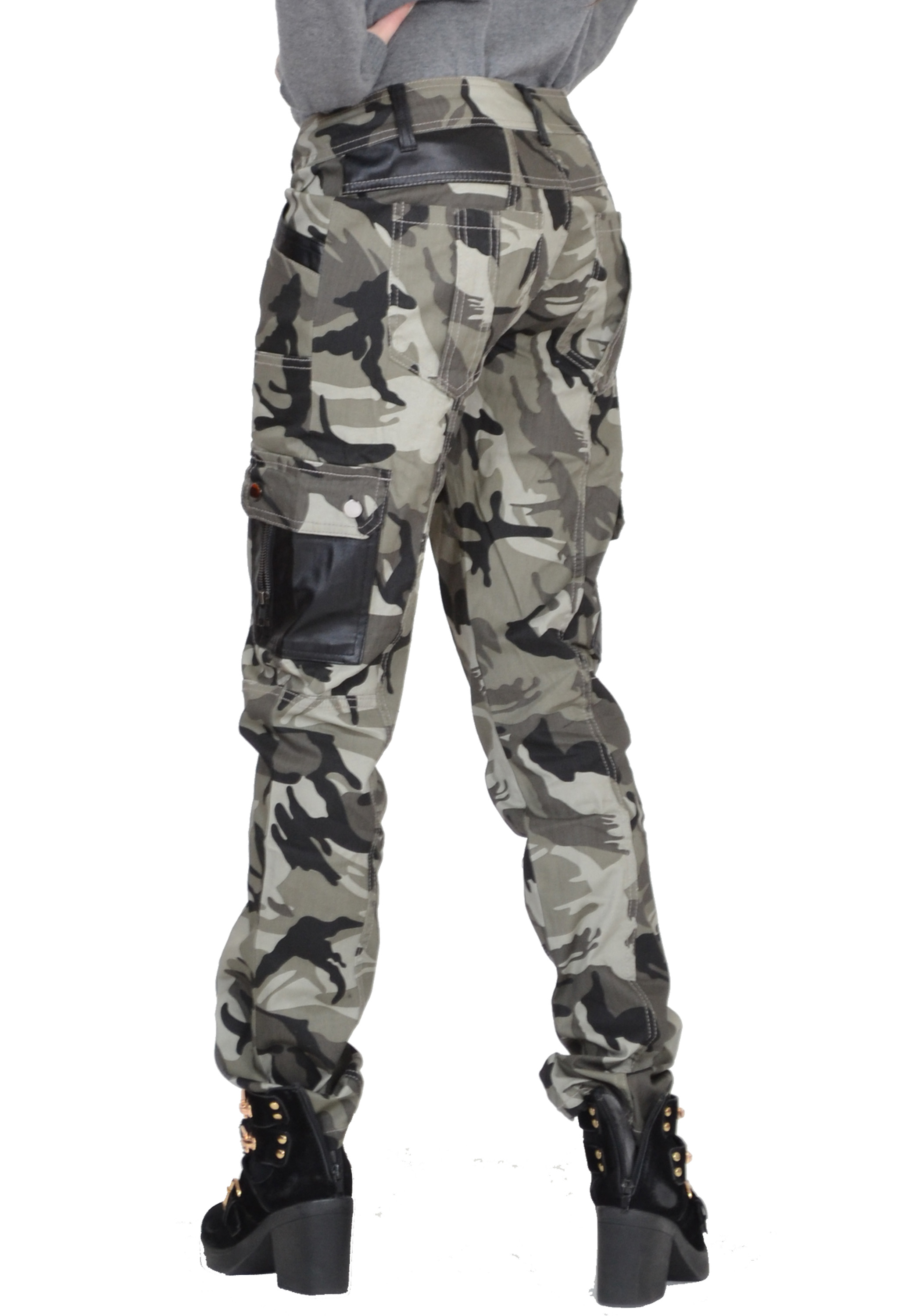 Find mens camo pants and hunting pants that fit your style, and your budget. If you are an avid hunter you know the clothing you choose can make or break an otherwise great experience. Extreme temperatures of any kind hinder your progress, mobility, and general enjoyment.