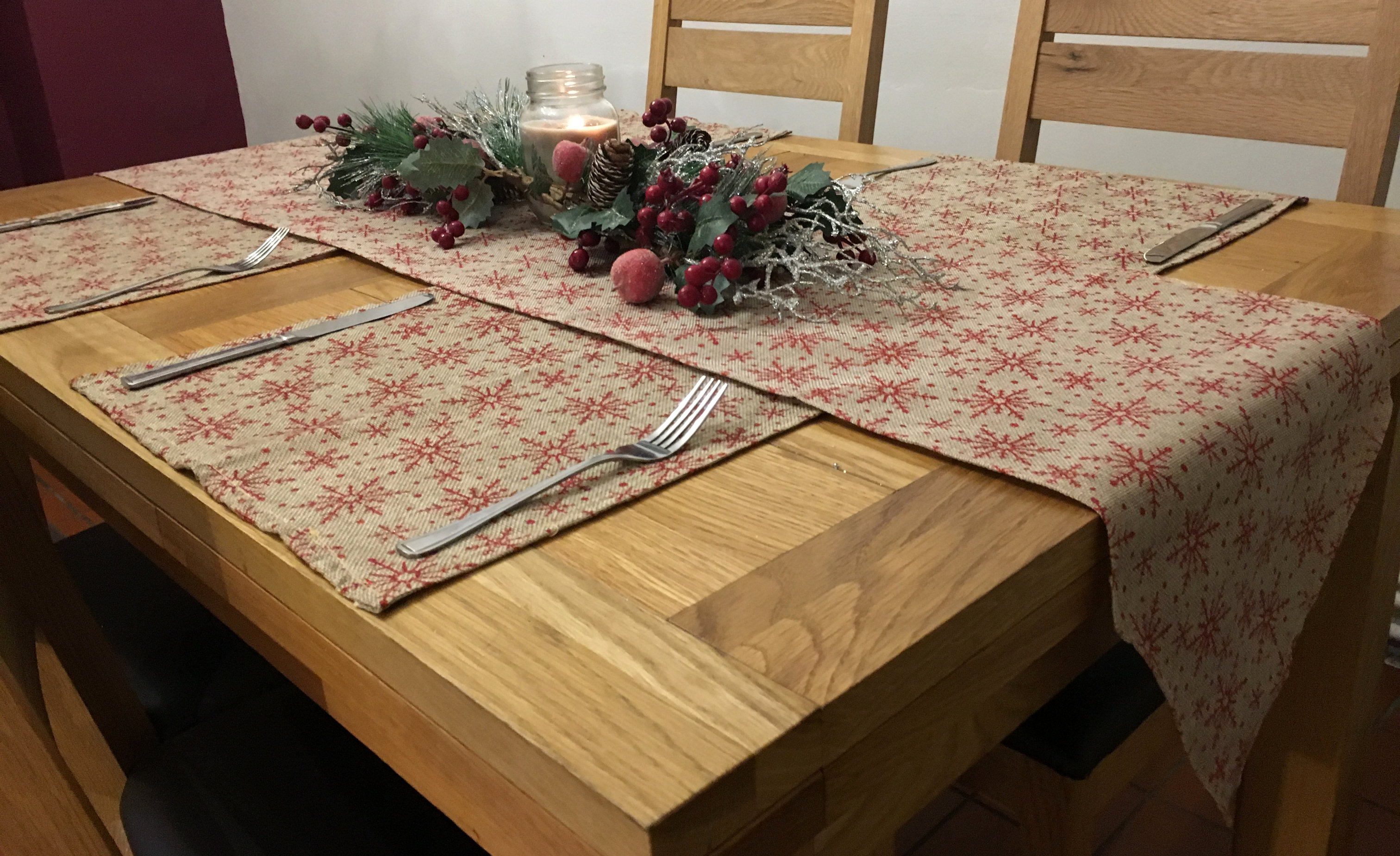 5-Piece-Christmas-Snowflake-Dinner-Table-Place-Mats-And-Runner-Set-Green-Red thumbnail 4