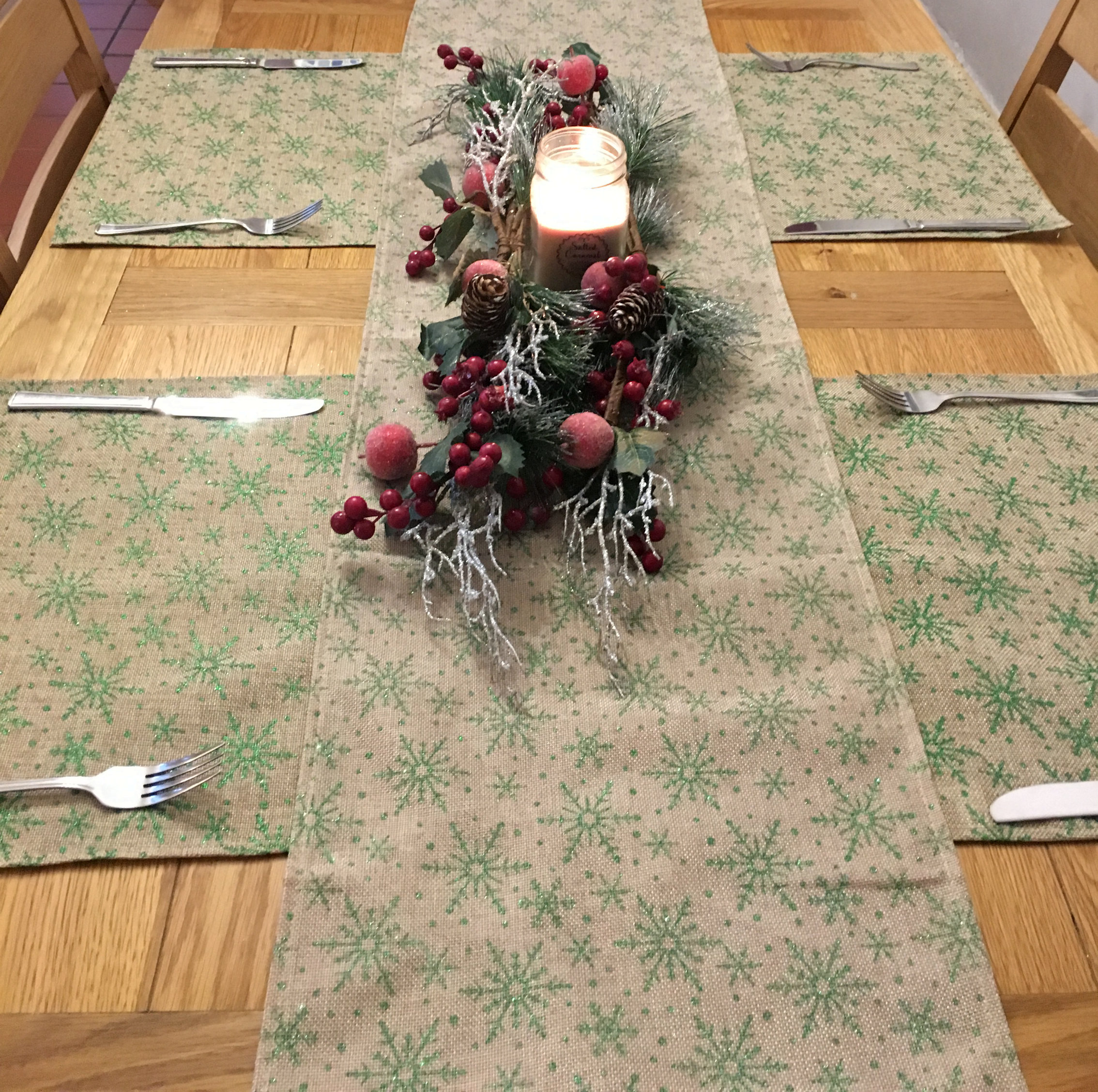 5-Piece-Christmas-Snowflake-Dinner-Table-Place-Mats-And-Runner-Set-Green-Red thumbnail 8