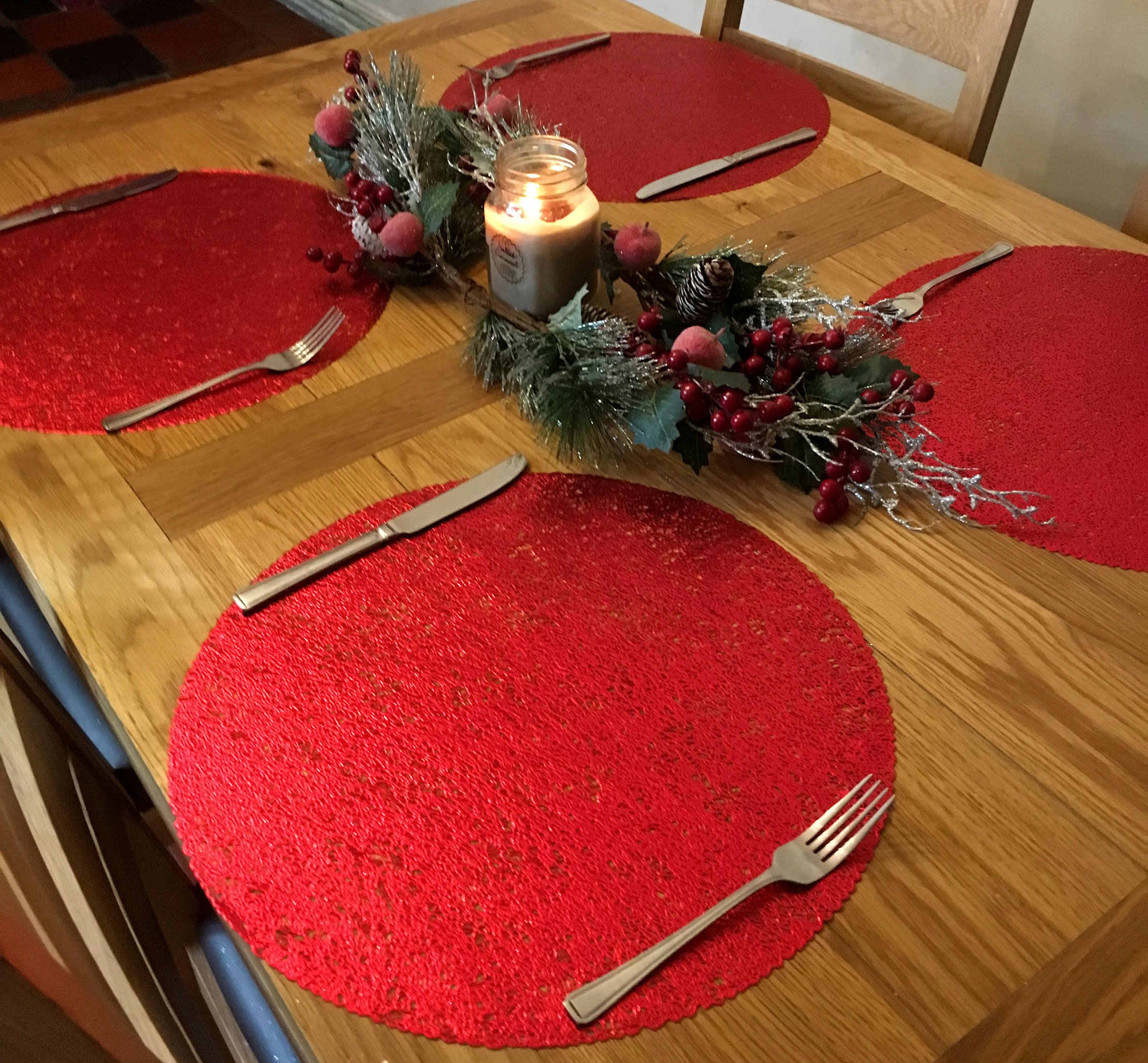 Round Set Of 4 Christmas Red Metallic Dinner Table Place Mats
